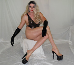 New vid is now live! Link below: (queen.catch) Tags: drag queen youtuber catchqueenyoutube crossdresser ladyboy legsfordays legs heels pantyhose pantyhosereview transvestite gloves makeup wig sissy muscles fitness
