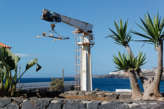 Los Abrigos, Tenerife, Canary Islands (wildhareuk) Tags: canaryislands canon canoneos500d crane harbour losabrigos palmtree sea spain tamron18270mm tenerife tenerife2019 village water boatlift tamron img9516dxo