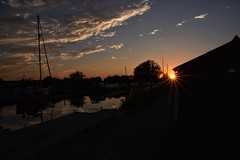 Summer sunset. (Steve.T.) Tags: sunset sunburst dusk evening heybridgebasin essex sundown d7200 sigma18200 silhouette goldenhour sky clouds
