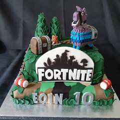 Fortnite Birthday Cake (Cakes by Debs) Tags: fortnite birthday llama treasurechest cake fortnitesign birthdaycakeforboys fortnitecakeforboys fondant trees medicalkit fortnitebandages camouflage