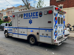 NYPD ESU Emergency Medical Squad Ford E-450 Ambulance (NY's Finest Photography) Tags: highway patrol state nypd fdny ems police law enforcement ford dodge swat esu srg crc ctb rescue truck nyc new york mack tbta chevy impala ppv tahoe mounted unit service squad dcu windshield road