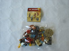 40342 - content (fdsm0376) Tags: lego set review 40342 ninjago minifigure pack blister kai clutch powers blizzard archer pyrodestructor