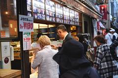 奈良市・中谷堂∣ Nara city (Iyhon Chiu) Tags: 奈良 japan street cat nara city 日本 三条通りstreet store 中谷堂
