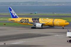 All Nippon Airways Boeing 777-281(ER) JA743A (Star Wars C-3PO Livery). (* Raymond C.*) Tags: all nippon airways ana nh boeing 777 772 star wars c3po rjtt hnd
