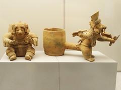 figuras escultura ceramica vasija y guerrero cultura Jama Coaque 500 a.C. 500 d.C. Ecuador Museo de America Madrid (Rafael Gomez - http://micamara.es) Tags: figuras escultura ceramica vasija y guerrero cultura jama coaque 500 ac dc ecuador museo de america madrid