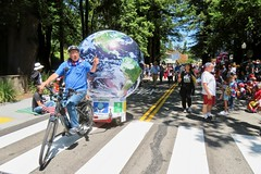 Earth Bike at the Fourth of July Parade (fabola) Tags: art bike clean activist artfloat life green electric design community earth marin parade fabrice environment climate larkspur cortemadera ebike electricbike cleantransportation newwheel climateaction greenchange earthbike makerart climateartexhibit politics transportation sustainable sustainability