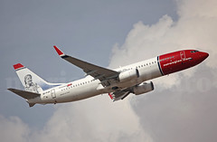 La Gata Chundarata... (Mariano Alvaro) Tags: avion boeing 737 eifjx norwegian nubes madrid london londres spotter spotting 5d mark ii canon sigma 150600