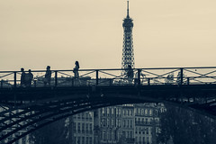 Pont des Arts, Paris, France (o.mabelly) Tags: sony a7rii paris carl zeiss contax yashica ilce7rm2 novoflex cy france alpha contaxyashica a7rm2 a7 ilce europe city ville f4 teletessar tele tessar 300mm pont arts tour eiffel bridge tower seine