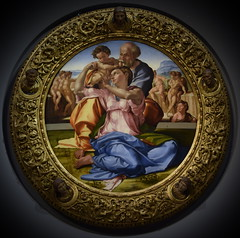 "Holy Family, known as the ""Doni Tondo"", The Uffizi Gallery, Florence 2019 (George M. Groutas) Tags: 2019 firenze florence galeríauffizi galleriadegliuffizi gallery historiccentreofflorence italia italianrenaissance italy piazzadellasignoria renaissance theuffizigallery tuscany uffizi uffizigallery uffizien art artmuseum museum ιταλία μουσείο ουφίτσι τοσκάνη φλωρεντία michelangelo michelangelobuonarroti agnolodoni donitondo maddalenastrozzi"