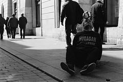 Kraków Dribbler (cigalamatteo) Tags: f301 50mm nikon nikkor nikkor50mm kraków cracovia street blackandwhite trix400 trix kodak bn blackwhite