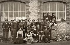 Ouvriers posant devant leur usine, quelque part en France vers 1900... Collection Reynald ARTAUD (Reynald ARTAUD) Tags: 1900 années france ouvriers usine groupe colletion reynald artaud