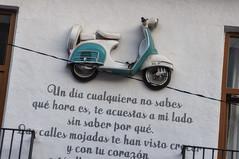 La chica de ayer (Guillermo Relaño) Tags: lachicadeayer denia guillermorelaño nikon d90 moto vespa letra pared canción