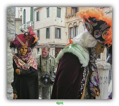 PUT OUR MASKS ON, PUT OUR CLOAKS ON (régisa) Tags: venise venezia carnival carnaval street rue masque photographer photographe carnevale maschere mum
