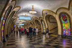 Mosca , la metropolitana ... (miriam ulivi - OFF/ON) Tags: miriamulivi nikond7200 russia mosca metropolitana novoslobodskaja people moscow subway