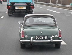 1968 MG MGB MK2 Tourer Hardtop While Driving (ClassicsOnTheStreet) Tags: mg mk2 mgb dl2661 verde green classic hardtop 60s classiccar groen motorway convertible autobahn vert oldtimer british streetphoto spotted 1960s 1968 grün veteran cabrio dl a7 e22 streetview noordholland straatbeeld mkii roadster brits strassenszene cabriolet snelweg whiledriving tourer bl onderweg klassieker purmerend gespot straatfoto carspot autopiste classicsonthestreet 2019