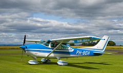 PH-BEH Cessna 182, Scone (wwshack) Tags: ce182 cessna cessna182 egpt psl perth perthkinross perthairport perthshire scone sconeairport scotland skylane phbeh