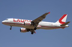 OE-LOQ Airbus A320-200 Laudamotion PMI 2019-07-02 (16a) (Marvin Mutz) Tags: oeloq laudamotion airbus a320200 pmi aviation planespotting avgeek aircraft airplane aeroplane plane pilot cockpit crew passenger travel transport jet jetliner airline airliner wings engines airport runway taxiway apron clouds sky flight flying approach arrival landing palma mallorca majorca spain lepa niki
