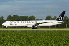 N76055   B764   UNITED   EHAM (Ashley Stevens images) Tags: amsterdam schiphol airport eham ams canon eos aircraft aeroplane aviation civil airplane n76055