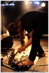 Flat Worms @ Vera Mainstage (Dit is Suzanne) Tags: img7644 04072019 ©ditissuzanne nederland netherlands нидерланды гронинген groningen veraclub veragroningen veramainstage canoneos40d sigma30mmf14exdchsm concert gig концерт beschikbaarlicht avaiablelight timhellman rockrolltoes pedalen pedals педалы views100