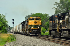 A train meet with a heritage unit at Butler Indiana (Matt Ditton) Tags: reading heritage butler indiana train meet summer