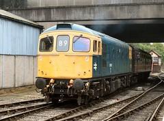 Class 33 arrives at Bury (WelshHatter2000) Tags: birminghamrailwaycarriagewagoncompanylimited class330 britishrail diesel gala summerdieselspectacular 33035 eastlancashirerailway buryboltonstreet sulzer type3