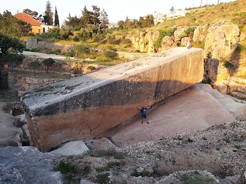Megaliths in Baalbek quarry_10108