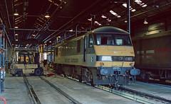 90 033 inside Motherwell Depot. 08/2004. (Marra Man) Tags: motherwelltmd class90 ews 90033 motherwelldepot