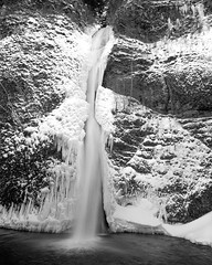 Horsetail Falls (Ian El Colo) Tags: columbiagorge oregonlandscape waterfall blackandwhite horsetail falls large format 4x5 graflex liford hp5 400 r09 landscape film