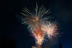 Feuerwerk Brunnenfest 2 (markusgeisse) Tags: feuerwerk oberursel brunnenfest taunus hochtaunus nacht night firework light lichter farben colours langzeitbelichtung