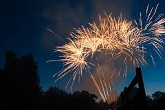 Feuerwerk Brunnenfest 3 (markusgeisse) Tags: feuerwerk oberursel brunnenfest taunus hochtaunus nacht night firework light lichter farben colours langzeitbelichtung