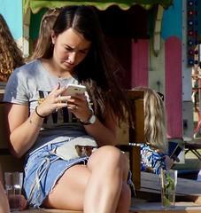 Genoeg telefoontjes te zien . (Franc Le Blanc .) Tags: people sit sitting seated foodfestival trek paleiskwartier shertogenbosch