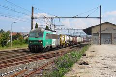Fret bi-feux et son kombi pour l'Allemagne (railmax07) Tags: train ferroviaire fret bb26000 sybic combiné conteneurs cerbère apach tain plm kombiverkehr