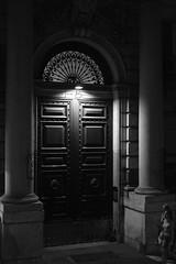 roma #4 (Marco Buccelli) Tags: roma romebynight romadinotte nottiromane portone doorgate portail massiccio colonne passanti xt2 xf35 mamuangsuk
