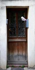 il postino è un ottimista (fotomie2009) Tags: francia france provenza provence arles door porta old decay abandon abbandono