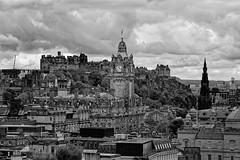 Edinburgh / Balmoral Clock /  View from Calton Hill (Pantchoa) Tags: édimbourg ecosse caltonhill balmoral hôtel horloge nuages noiretblanc bw blackandwhite blancoynegro bn nb monochrome paysage ville urbain cœurhistorique oldtown trix400 château scottmonument bamoralclock balmoralhotel ciel