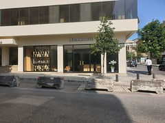 Seeing all the luxury boutiques in Beirut, told me there are still people with extreme welth here.