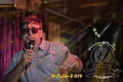 El Animador. (José Luis Llagas) Tags: portrait retratos fiestas karaokes animadores fiestaskaraoke nochesdekaraokes nochesdeamigos sábadosdekaraoke fronterahuelva huelvakaraokes nikon nikkor