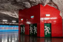 nödutgång (Nic2209) Tags: nikond750 nic2209 flickr2019 flickr 2019 schweden stockholm ubahn bahn station ubahnstation tunnelbana stockholmerubahn nödutgång notausgang langzeitbelichtung