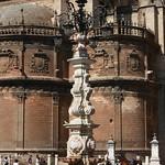 Fuente-farola de la Plaza de la Vírgen de los Reyes