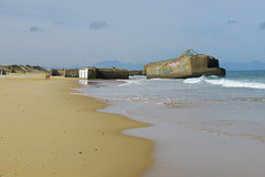 Cap-Breton (pictopix) Tags: capbreton basque littoral mer paysbasque couleurs sable plage béton art tag blockhaus cap breton pays