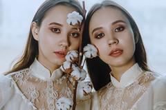 twin sisters (Melodyphoto3) Tags: photo photography art artphoto portrait sisters twins vintage cotton vintagedress retro canon