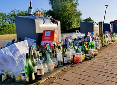 GOES (Omroep Zeeland) Tags: drank bottle fles alcohol glas afval goes zeeland beveland recycle panasonic lumix juli 2019