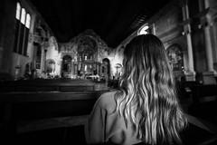 Verone (Italie 2019) (theodirector) Tags: noiretblanc blackandwhite whiteandblack monochrome verona italie italia italy church kirk cathedral pray praying wideangle ultrawideangle silent prior religious girl back people alone lonely believing believe god godlike longhair