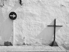 Jeder nur ein Kreuz (RadarO´Reilly) Tags: iphone hipstamatic hipsta wall zwartwit noiretblanc monochrohme blanconero bw sw cross kreuz signs zeichen spain kanaren canaries lanzarote teguise