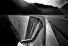 Verzasca-Staudamm (netgrafik) Tags: diga di verzasca bond jamesbond