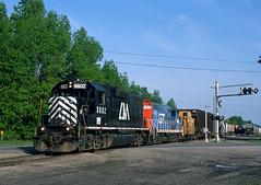 CMGN...GTW...C&O... (Erie Limited) Tags: centralmichigan baycitymi emd gp38ac cmgn8802 gtw gp9 gtw4433 train railfan railroad