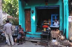 India- Rajasthan- Nawalgarh (venturidonatella) Tags: india rajasthan asia colori colors nikon nikond500 d500 persone people gentes gente portraits ritratti street strada streetphotography streetscene streetlife uomini men negozio shop luceeombra lightandshadow light luce ombra shadow nawalgarh