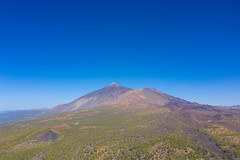 "View of the landscape around Chinyero volcano in Teide National Park on Tenerife, Spain (dronepicr) Tags: hike allgemein city wanderlust natur kanaren archipelago ""aerialviewtravel"" drone wandern mavic island stadt kanarische inseln teneriffa länderstädte insel geotagged landscape schönste strände luftbild strandurlaub bay spain sightseeing tenerife aerial ferien uav hiking wanderurlaub la gomera foto beach macaronesia strand travel urlaub luftbildreise ""birdseyeview"" canary islands vogelperspektive drohne holiday spanien ballermann"