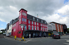 2019-06-07 06-22 Irland 624 Killarney, High Street (Allie_Caulfield) Tags: foto photo image picture bild flickr high resolution hires jpg jpeg geotagged geo stockphoto cc sony alpha 77 sommer summer irland ireland eire killarney wanderung hike muckross house kerry lough leane lake trail walk