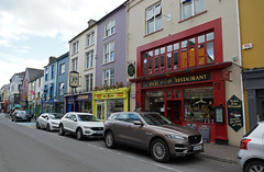 2019-06-07 06-22 Irland 621 Killarney, High Street (Allie_Caulfield) Tags: foto photo image picture bild flickr high resolution hires jpg jpeg geotagged geo stockphoto cc sony alpha 77 sommer summer irland ireland eire killarney wanderung hike muckross house kerry lough leane lake trail walk